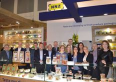 Het enthousiaste NNZ-team; Taste our diversity in fresh produce packaging.